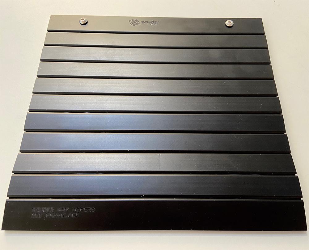 Persiana de protección para maquinaria de color negro