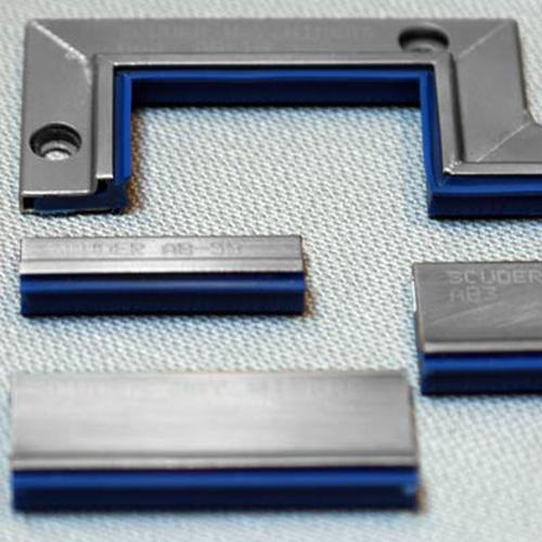 Scuder presenta su nuevo limpia guías serie AB con labio poliuretano azul