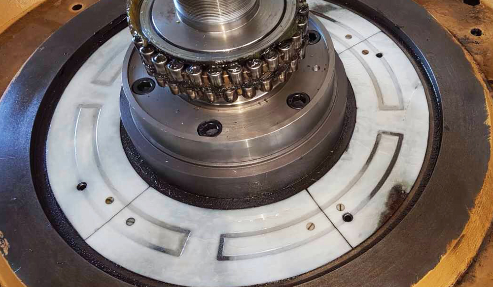 Guía de deslizamiento Biplast-V en máquina con torno vertical