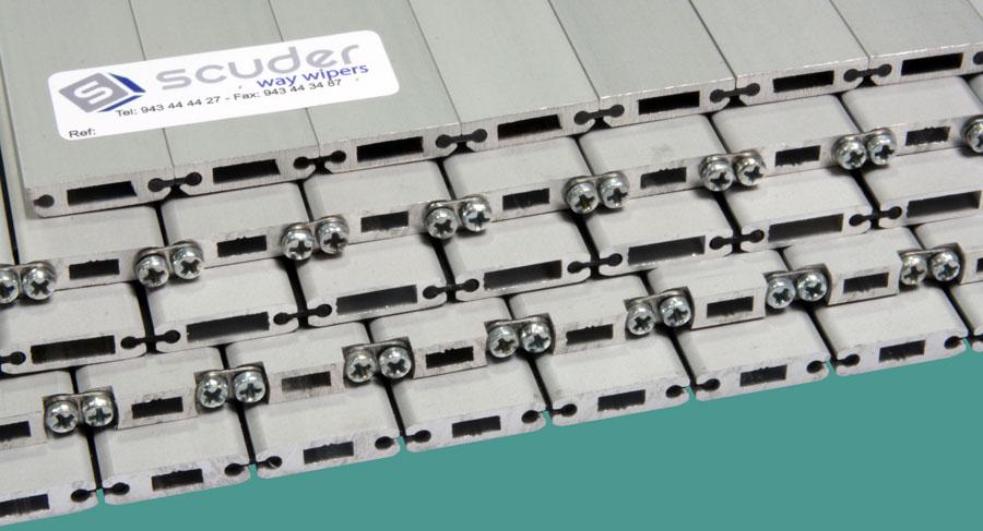 Detalle de persianas de protección para máquina