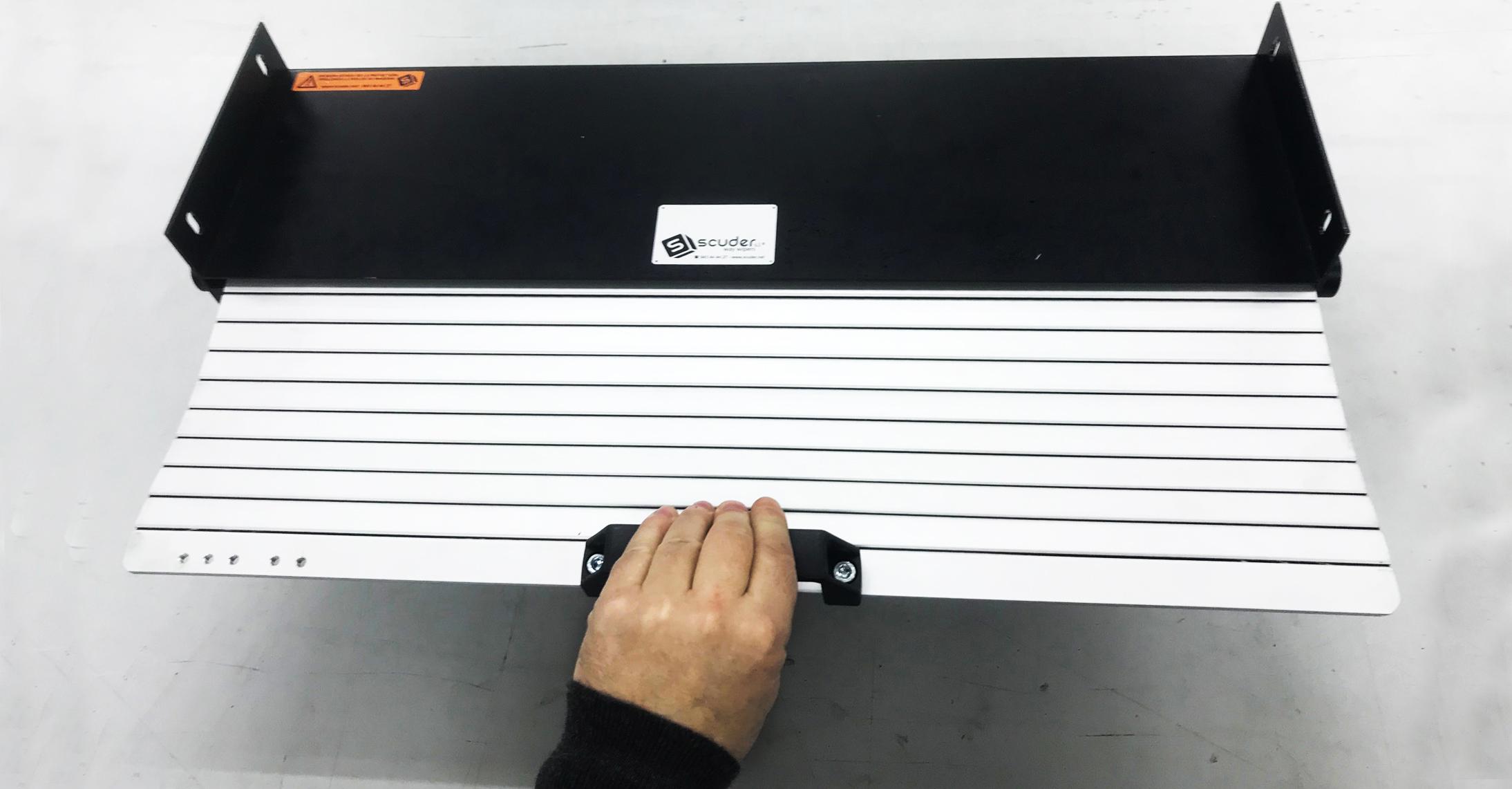 Persiana de protección con cajón enrollador de apertura manual para maquinaria