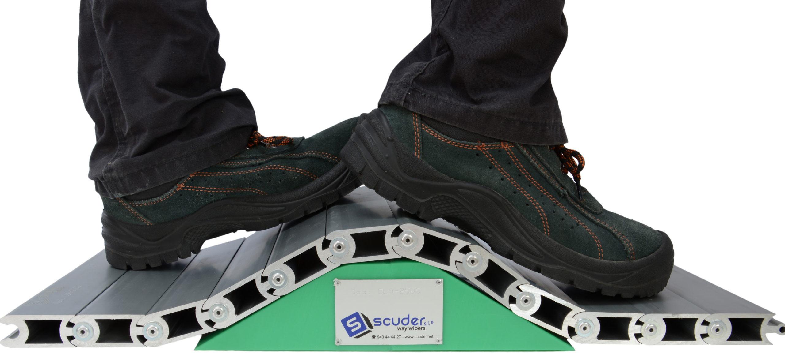 Persiana de protección para maquinaria pisable cubre-fosos doble giro