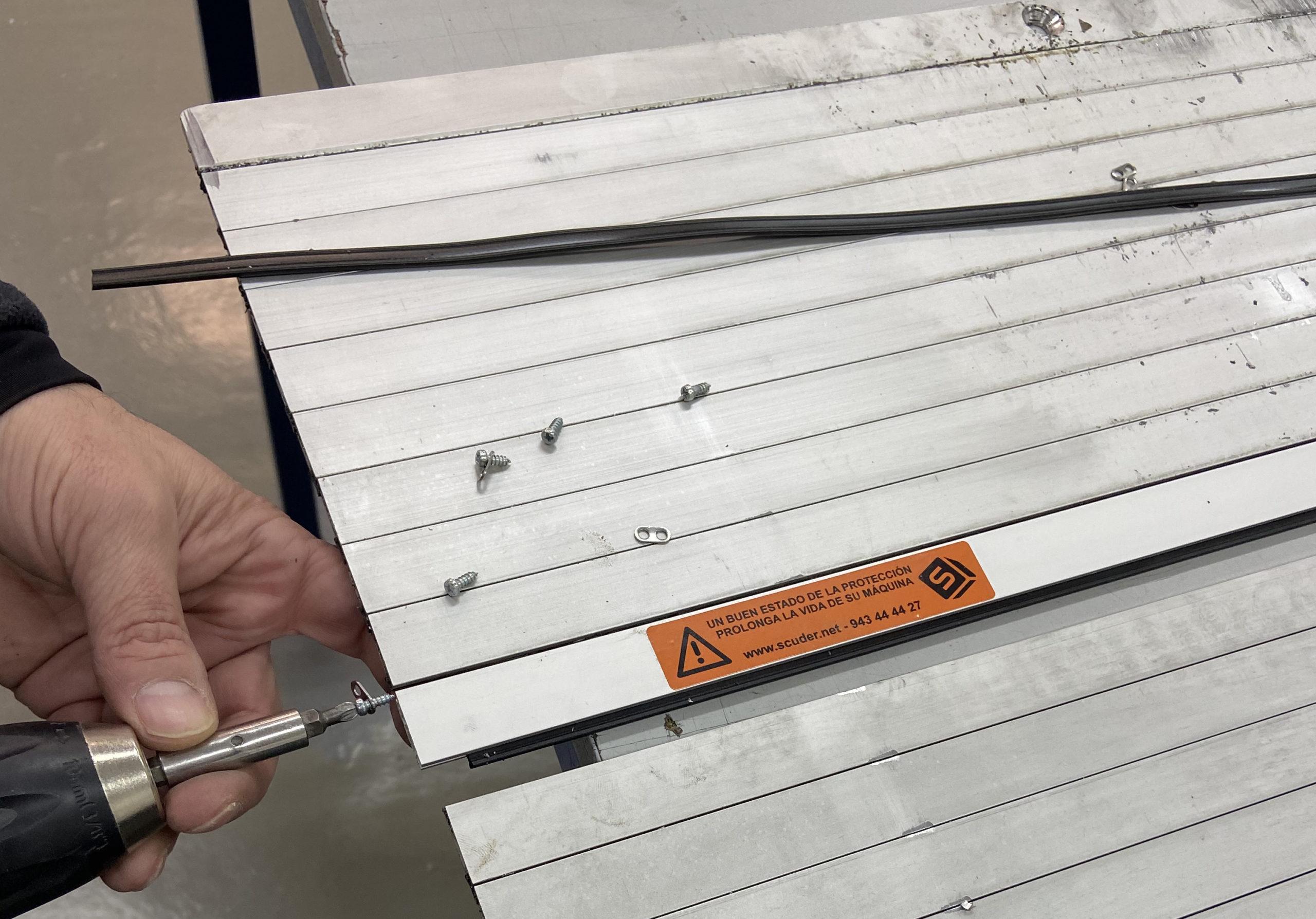 Reparación de persianas de protección para máquina